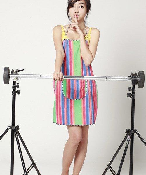 Elly Trần xinh tươi pose hình với tạp dề
