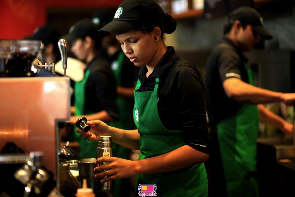 Starbucks, tạp dề xanh và nét nhân văn đến Hà Nội