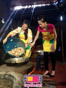 Hoa hậu Diễm Hương mặc tạp dề, khoe tài nấu nướng