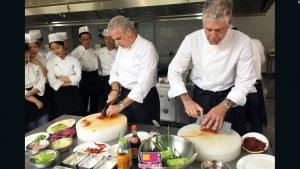 Đầu bếp ăn bún chả cùng Obama cởi tạp dề, chu du thế giới